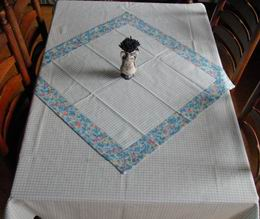 Napron - modr� kosti�ky 70x70cm - zv�t�it obr�zek