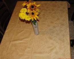 Ubrus zlat� dama�ek - kv�tiny 110x140cm - zv�t�it obr�zek