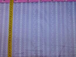 sat�n vzory v pruz�ch na sv�tle fialov� - zv�t�it obr�zek