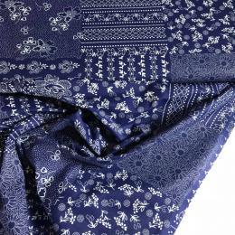 ti�t�n� patchwork z modrob�l�ch vzor�