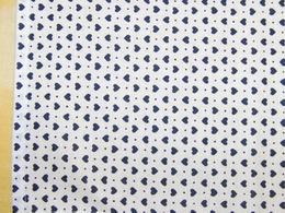 šátek - tmavì modrá srdíèka na bílé