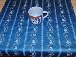Napron - ubrus modrý satén s kvìtinovými pruhy  75 x 75cm - zvìtšit obrázek