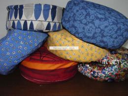 Pohankový podsedák - meditaèní polštáøek s povlakem - teplé barvy: prùmìr - 30cm a výška 12cm