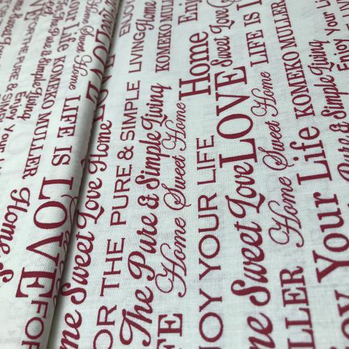 Èervené nápisy na pøírodní bílé