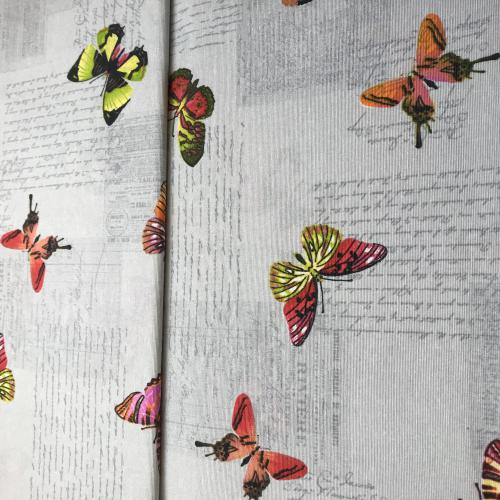 Motýl na šedé
