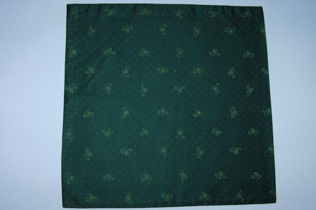 satén-svìtle zelené kytièky na tmavì zelené - zvìtšit obrázek