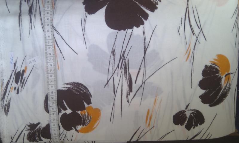 viskoza - hnìdé kvìtiny na bílé - zvìtšit obrázek