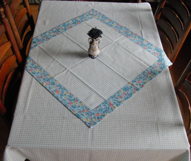 Napron - modré kostièky 70x70cm - zvìtšit obrázek