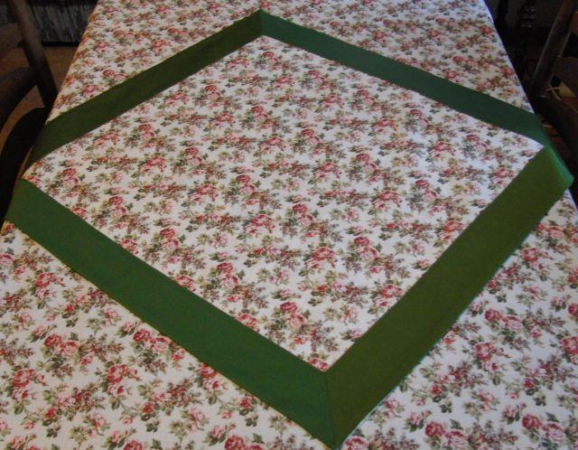 Napron - rùže se zelenou 70x70cm - zvìtšit obrázek