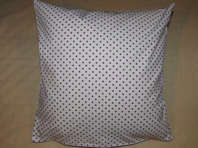 bavlnìný tisk - fialový puntík na bílé - zvìtšit obrázek