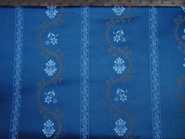 satén - kytky v pruzích na modrošedé - zvìtšit obrázek