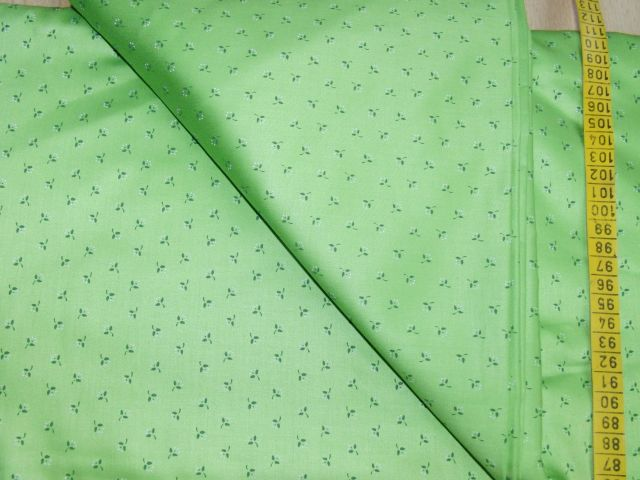 satén - svìtle zelený s jemnými kytinkami - zvìtšit obrázek