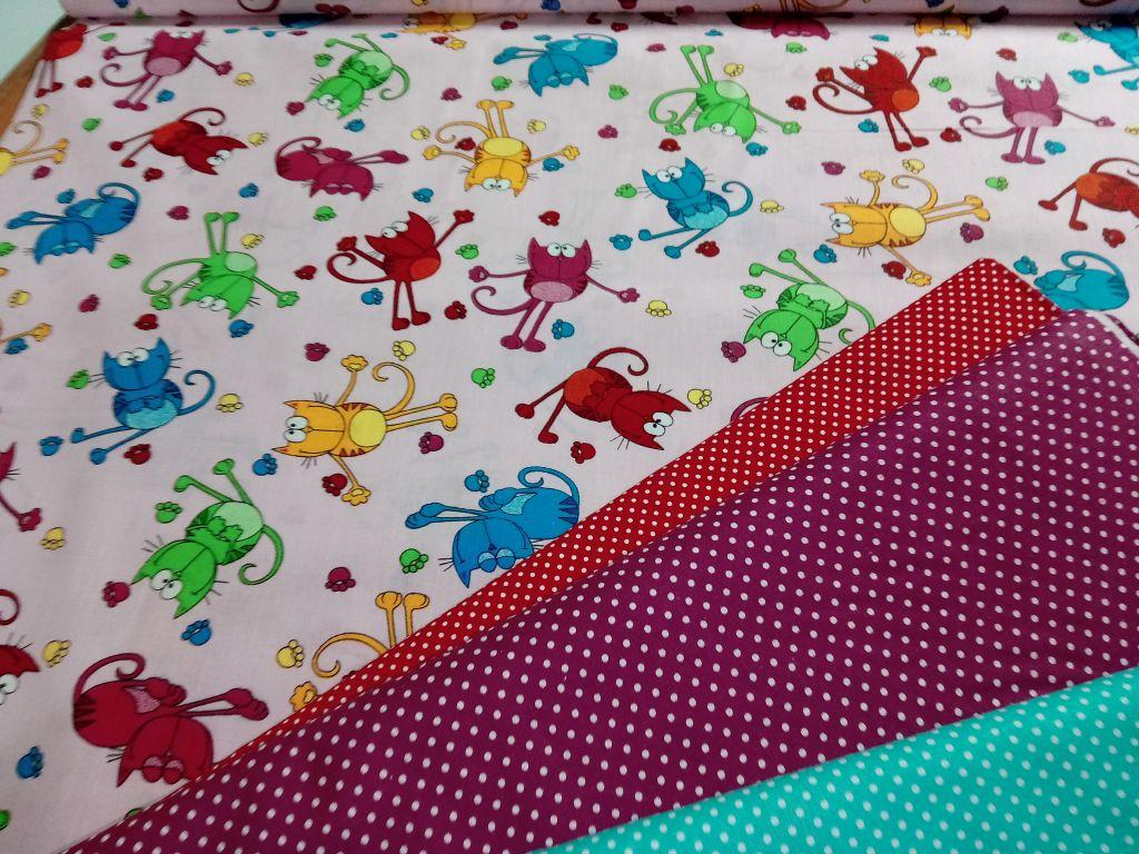 Bavlnìný tisk - barevné koèky na rùžové - zvìtšit obrázek