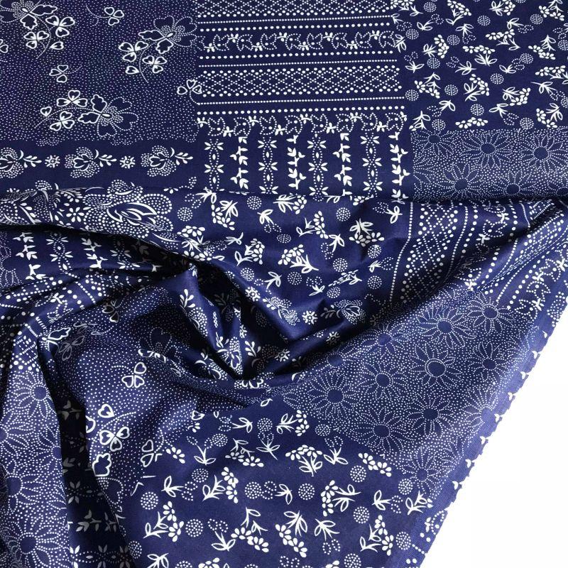 tištìný patchwork z modrobílých vzorù - zvìtšit obrázek